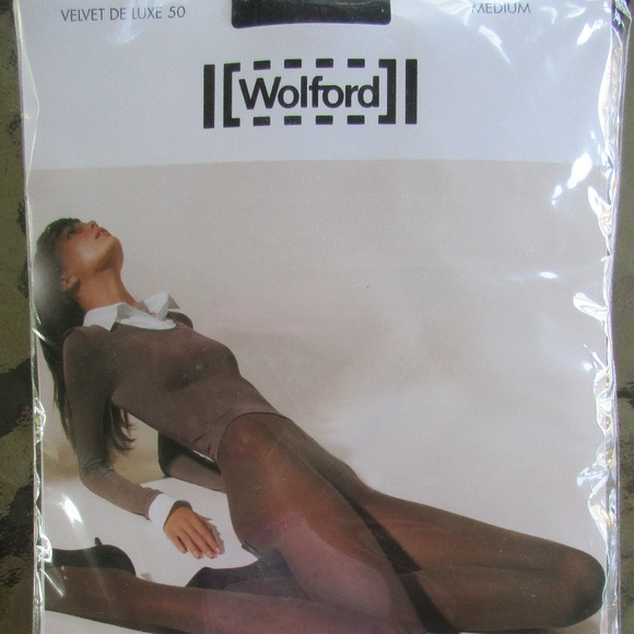 c606608618b WOLFORD Velvet De Luxe 50 Ladies Black Tights Med